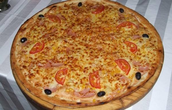Пица фамилна